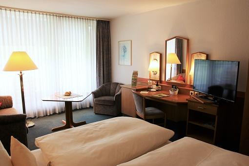 Doppelzimmer_Classic_Schreibtisch_DZ_570x340.jpg